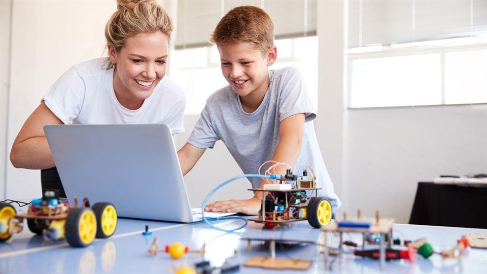 lärare pedagog klassrum grundskola teknik robot