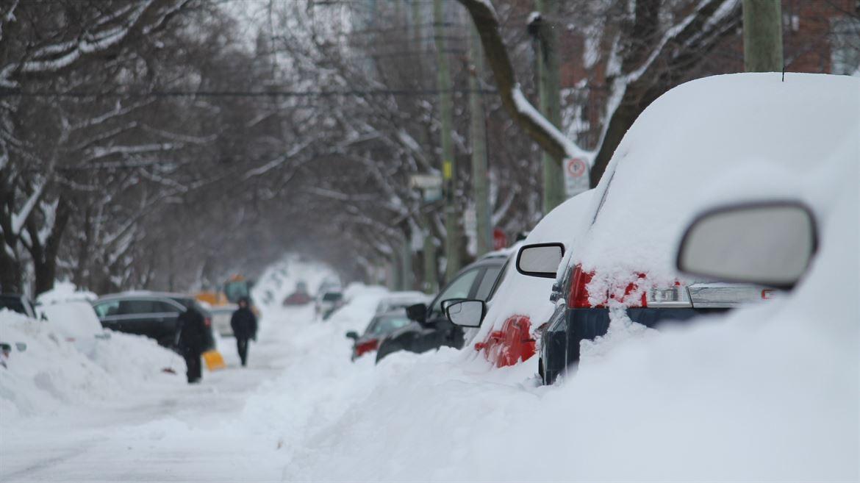 Snöoväder, snö på bilar, insnöad