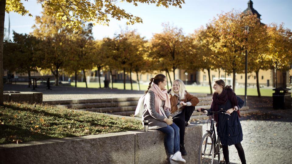 Studenter på campus