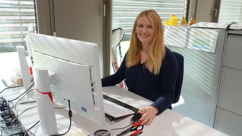 Karin Brändli Hedlund på sin arbetsplats